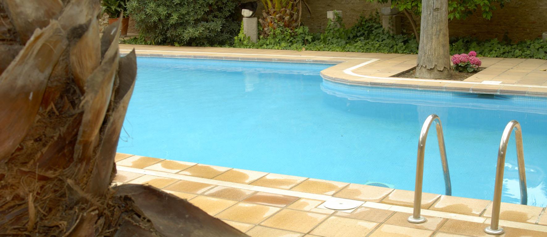 Restaurant hotel canet for Restaurant piscine